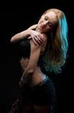 Piękna kobieta tanczy zdjęcia stock