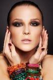 Piękna kobieta w bransoletkach Fotografia Royalty Free