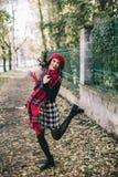 Piękna kobieta w jesieni Obraz Royalty Free