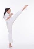 Piękna kobieta w kimonie na bielu Zdjęcia Royalty Free