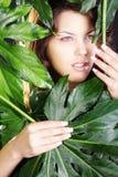 Piękna kobieta w zielonych wellnes Obrazy Royalty Free