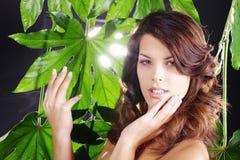 Piękna kobieta w zielonych wellnes Obraz Stock