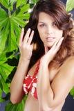 Piękna kobieta w zielonych wellnes Zdjęcia Royalty Free