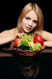 piękna kobieta z koszem owoc Obrazy Royalty Free