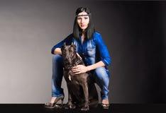 Piękna kobieta z psem zdjęcia stock