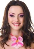 Piękna kobieta z storczykowym kwiatem Obrazy Stock