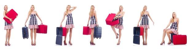 Pi?kna kobieta z walizk? odizolowywaj?c? na bielu obrazy royalty free