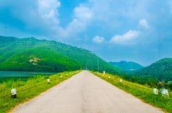 Piękna kolorowa perspektywiczna droga zdjęcie stock