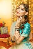 piękna kostiumowa dziewczyna Oriental Obrazy Stock