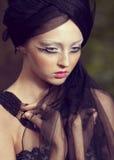 piękna kreatywnie dziewczyna robi maskowy up Zdjęcie Royalty Free