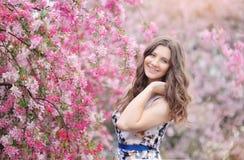 piękna kwiatów dziewczyny wiosna Obrazy Royalty Free