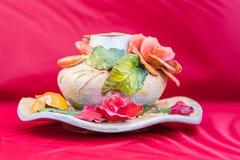 Piękna kwiecista gliniana waza obraz stock