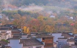 Piękna mała dymienie wioska fotografia royalty free
