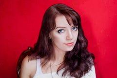 Piękna makeup codzienny portret na tle Fotografia Stock