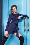 Piękna makeup mody stylu seksowna smokingowa ubraniowa kobieta Obraz Royalty Free