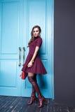 Piękna makeup mody stylu seksowna smokingowa ubraniowa kobieta Zdjęcia Stock