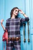 Piękna makeup mody stylu seksowna smokingowa ubraniowa kobieta Zdjęcie Royalty Free