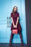 Piękna makeup mody stylu seksowna smokingowa ubraniowa kobieta Fotografia Royalty Free