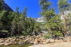 Piękna merced rzeka w Yosemite parku narodowym Zdjęcie Royalty Free