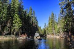 Piękna merced rzeka w Yosemite parku narodowym Obrazy Stock