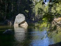 Piękna merced rzeka w Yosemite parku narodowym Fotografia Royalty Free