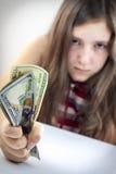 Piękna nastoletnia dziewczyna chwyta USA dolary Zdjęcia Stock