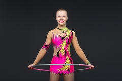 Piękna nastoletnia gimnastyczki dziewczyna Obrazy Royalty Free