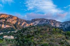 Piękna panorama grodzki Deia na Mallorca, Hiszpania Zdjęcia Royalty Free