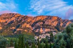 Piękna panorama grodzki Deia na Mallorca, Hiszpania Fotografia Royalty Free