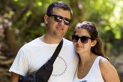Piękna para w jesieni górze Zdjęcia Stock