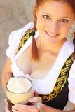 piękna piwna dirndl mienia kobieta Obraz Royalty Free