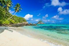 Pi?kna pla?a Mahe, Seychelles - Anse aux szpilki - zdjęcia stock