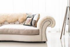 Piękna poduszka na kanapie Zdjęcie Stock