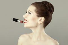piękna pomadki portreta czerwieni kobieta Obrazy Stock