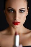 piękna pomadki portreta czerwieni kobieta czerwone usta Obrazy Royalty Free