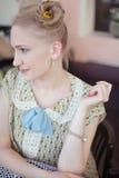 Piękna romantyczna blondynki dziewczyna w retro stylu Zdjęcie Royalty Free