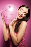 Piękna rozochocona kobieta z valentines dnia balonem Zdjęcie Stock