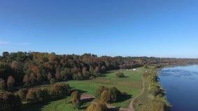piękna rzeka krajobrazowa widok z lotu ptaka zbiory wideo