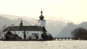 Piękna sceneria przy jeziornym Traunsee w Gmunden Górny Austria w wiosna roczniku zdjęcie wideo