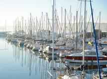 Piękna schronienia jachtu klub z glaz Fotografia Royalty Free