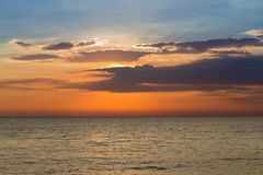 Piękna seacoast naturalna linia horyzontu po zmierzchu Fotografia Stock