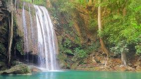 Pi?kna siklawa przy Erawan parkiem narodowym, Kanchanaburi prowincja w zachodnim Tajlandia zbiory