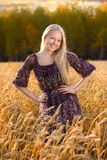 piękna sukni pola banatki kobieta Zdjęcie Stock