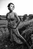 piękna sukni pola dziewczyna Zdjęcie Royalty Free