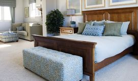 piękna sypialnia apartament Obrazy Stock