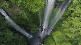 Pi?kna tropikalna siklawa Bali, Indonezja zdjęcie wideo