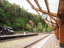 Piękna wiejska stacja kolejowa Zdjęcia Royalty Free