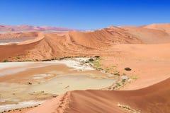 Piękne diuny, afrykanina krajobraz Zdjęcie Stock