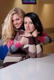 piękne dziewczyny dwa potomstwa Fotografia Royalty Free