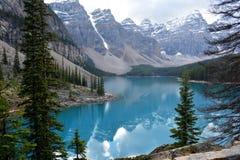 Piękne góry Otacza jezioro zdjęcia royalty free